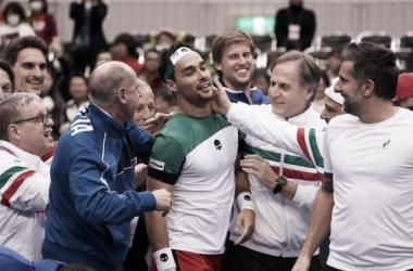 Un Fognini incansable lleva a Italia a cuartos
