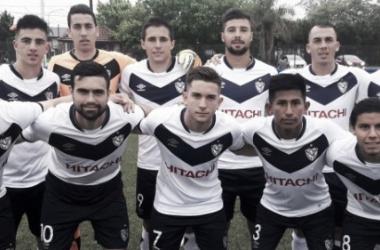 Los 11 de Vélez que saltaron al campo de juego. | Foto: Prensa Vélez