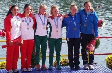 Podium del K-2 1.000 metros femenino en el Europeo Junior, donde aparecen las españolas Raquel Da Costa y Camila Morison. Foto: RFEP.