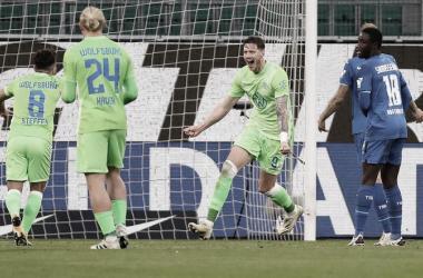Weghorst celebrando un gol con sus compañeros. -Totalsportek