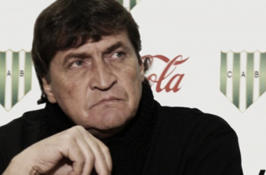 Julio Cesar Falcioni reemplazó a Vivas en la fecha 9; los resultados no cambiaron