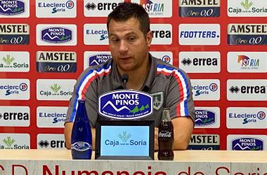 Diego Martínez en rueda de prensa. Foto: CD Numancia