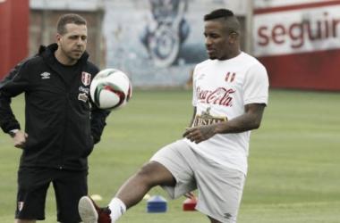 Farfán estuvo en la banca ante Colombia debido a lesión. (FOTO: depor.pe)