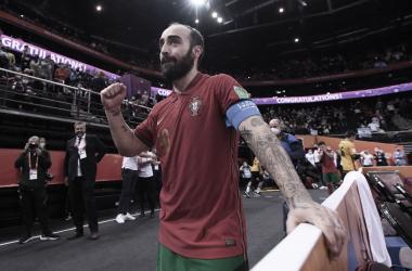 Ricardinho llorando de la emoción tras el primer título mundialista portugués de fútbol sala | Fotografía: FIFA