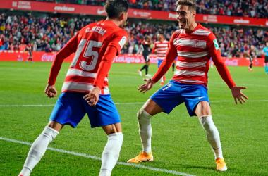 Rochina celebra junto a Neva el gol de la victoria. Foto: Pepe Villoslada / Granada CF.