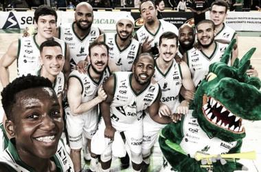 Crédito: Reprodução Facebook Bauru Basket - Elenco da equipe do interior paulista após vitória no campeonato estadual