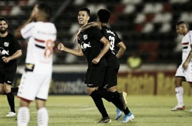 Com emoção no fim, Bragantino bate Botafogo-SP e se aproxima do título da Série B