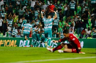 El mediocampista uruguayo no anotó, pero encabezó la jugada del gol definitivo (Foto: Santos Laguna).