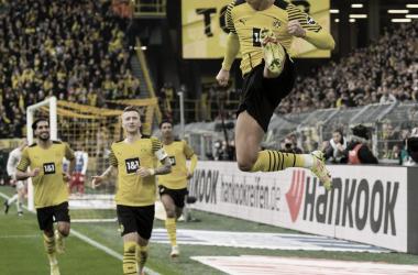 Celebración de Haaland tras anotar uno de sus goles en el partido / Fuente: BVB