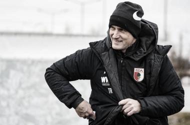 Heiko Herrlich descumpre regra da Bundesliga e não comanda Augsburg contra o Wolfsburg