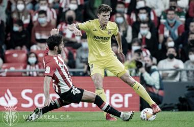 Pau Torres y Raúl García durante el Athletic Club - Villarreal | Imagen: @VillarrealCF