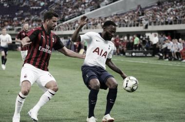 Nkoudou marcou o único gol da partida (Foto: Divulgação/Tottenham Hotspur)