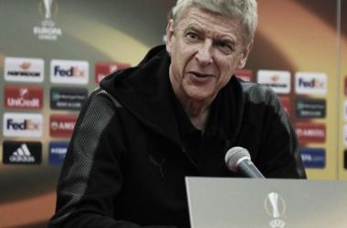 """Feliz com vitória, Wenger acredita que Arsenal se adaptou bem: """"Aproveitamos da cautela deles"""""""
