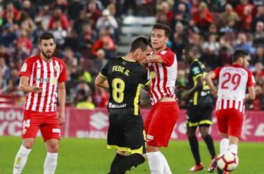 San Emeterio recibió su quinta tarjeta amarilla en Almería | Foto: La Liga