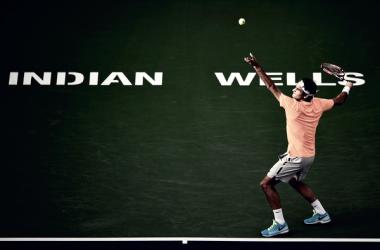 Federer se mantiene en la cima al vencer a Chung