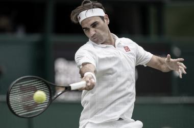 Federer sufre para avanzar a la cuarta ronda