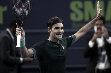 Após 405 dias fora do circuito, Federer vence Evans em longa batalha na estreia em Doha