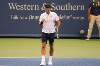 Roger Federer celebrates his round of sixteen win in Cincinnati. Photo: Noel Alberto/VAVEL USA