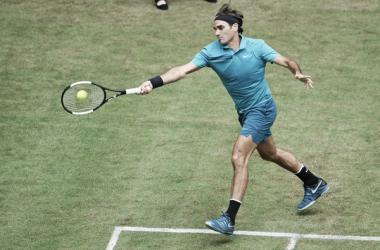 Federer estrena su trono con victoria