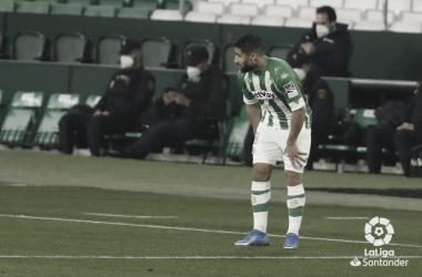 Fekir se duele de su pierna derecha durante el Betis - Getafe. Foto:LaLiga Santander