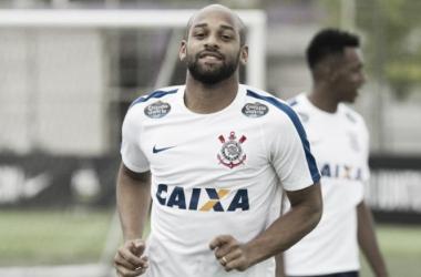 Sport encaminha acordo com Corinthians por empréstimo do volante Fellipe Bastos