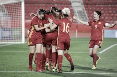 Las jugadoras de la Selección celebrando uno de los tantos. / Foto: rfef.es