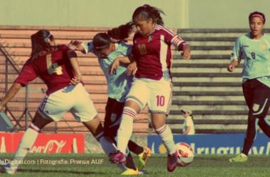 Lance del encuentro donde Venezuela derrotó a Uruguay por 3-1 (FOTO:prensa AUF).