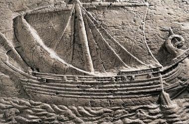 Navío fenicio en un sarcófago hallado en Sidón | Foto: historiaeweb.com