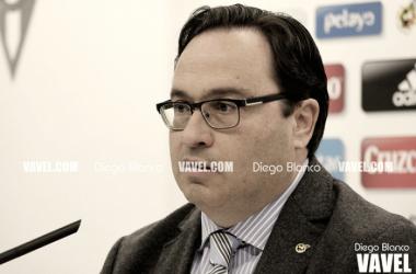 Javier Fernández durante una rueda de prensa. // Foto: Diego Blanco-VAVEL