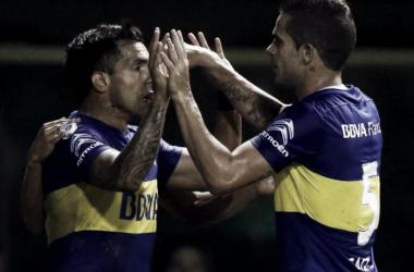 Carlos Tévez y Fernando Gago festejando el gol. Foto: Olé