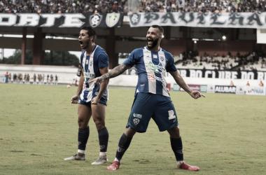 Paulo Rangel vibrando com gol contra o Remo (Foto: Fernando Torres)