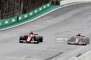 Vettel y Raikkonen durante el Gran Premio de Brasil del año pasado. Foto: Getty Images.