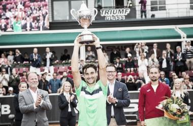 Ferrer alza el título de campeón el año pasado. Foto: ATP World Tour.