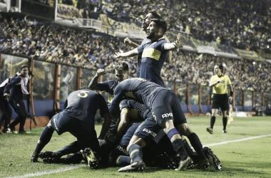 El equipo boquense festejando en el partido frente Atlético Paranaense por Copa Libertadores. | Fuente: Twitter.