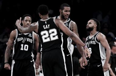 Festejo de los Spurs. Foto: NBAManiacs