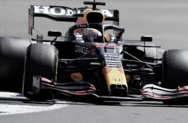 Verstappen a bordo de su Red Bull | Foto: Fórmula 1