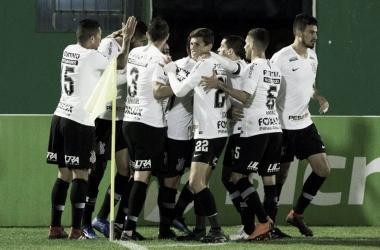 Com gol de Jadson, Corinthians vence Chape e garante vaga nas semifinais da Copa do Brasil