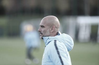 Guardiola durante un entrenamiento. | Imagen: @ManCity