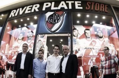 River Plate Store inauguró una nueva sucursal en San Justo Shopping y el presidente, Rodolfo D´Onofrio, estuvo presente. Foto: Olé