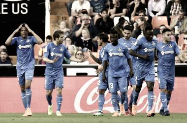 Los azulones celebran el gol de Rémy que supuso el 0-1 en Mestalla. / Foto: La Liga