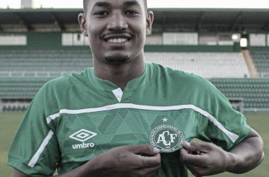Chapecoense confirma contratação de atacante Fernandinho, ex-Joinville
