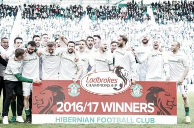 Após bater na trave temporada passada, Hibernian volta à elite do futebol escocês