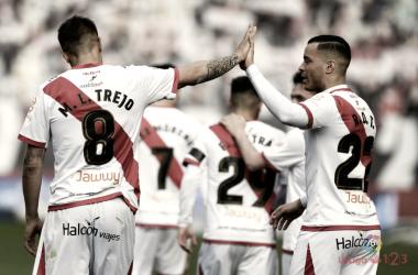 Óscar Trejo y Raúl de Tomás celebrando un gol | Imagen: www.laliga.es