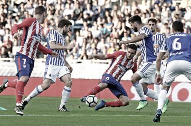 Koke rodeado de rivales    FOTO: Club Atlético de Madrid.