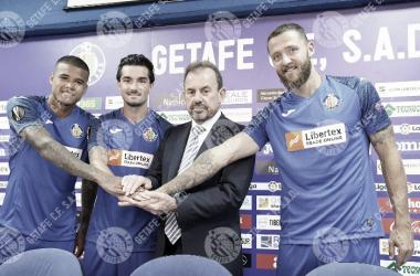 Kenedy, Jason y Timor presentados aprovechando el estreno de camiseta para la Liga Europa. Fuente: Getafe CF
