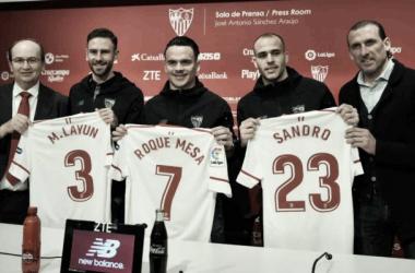 Layún, Sandro y Roque Mesa en su presentación | Foto: Sevilla FC