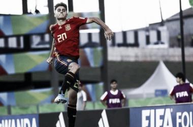 Robert Navarro celebra el primer gol del partido. Foto: FIFA