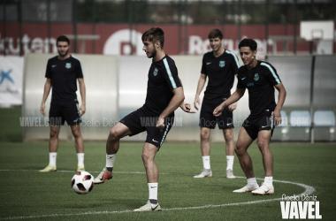 Los jugadores del Barça B, en una sesión de entrenamiento. FOTO: Noelia Déniz