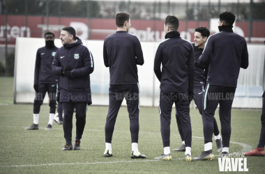Técnico y futbolistas del filial en una imagen de archivo / Foto: Noelia Déniz (VAVEL.com)