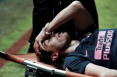 Filipe Luís sai machucado em goleada do Atlético de Madrid e pode desfalcar Seleção em amistosos
